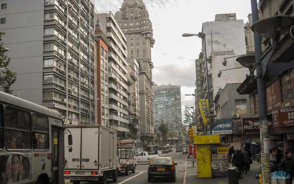 Avenida 18 de Julio em Montevidéu