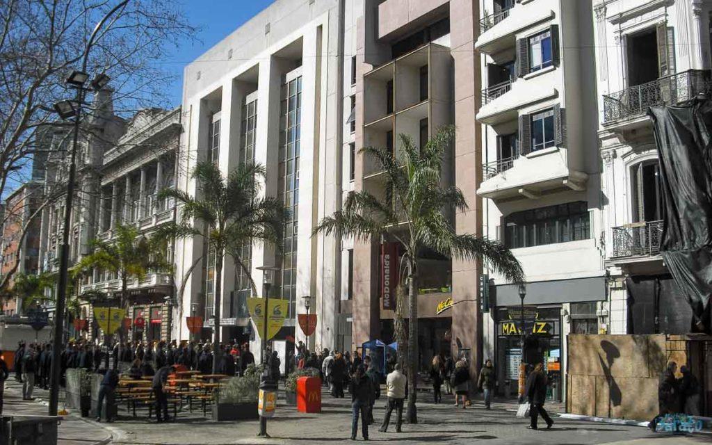 Calle Sarandí em Montevidéu.