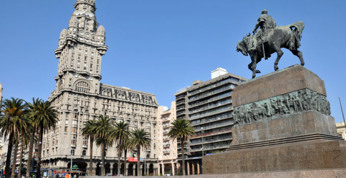 Praça Independência em Montevidéu