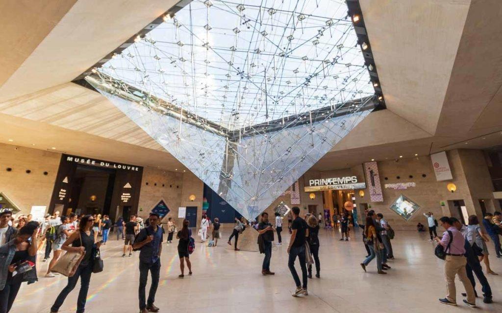 Interior do Museu do Louvre