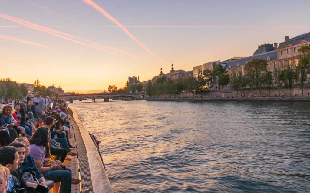 Passeio de barco em Paris