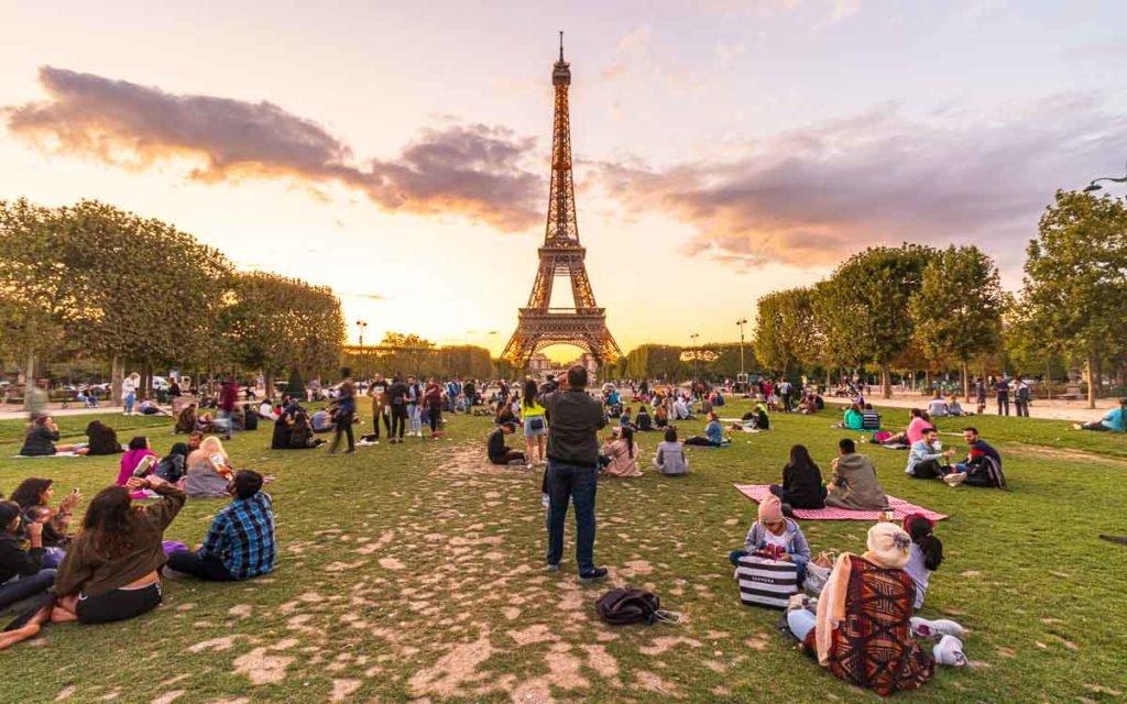 Campo de Marte e Torre Eiffel.