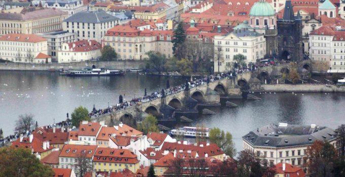 Ponte Carlos (Karlův most) Praga vista do Castelo