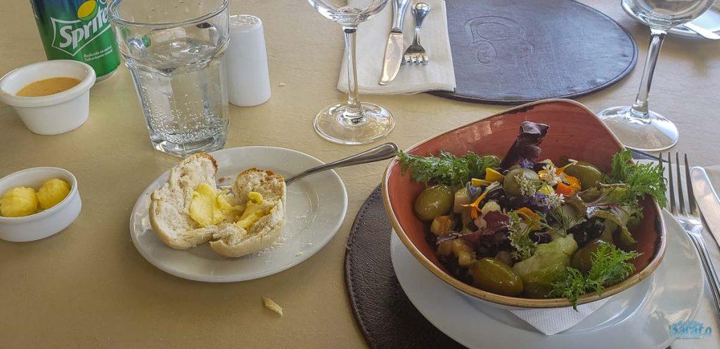 Salada no Restaurante Giratório