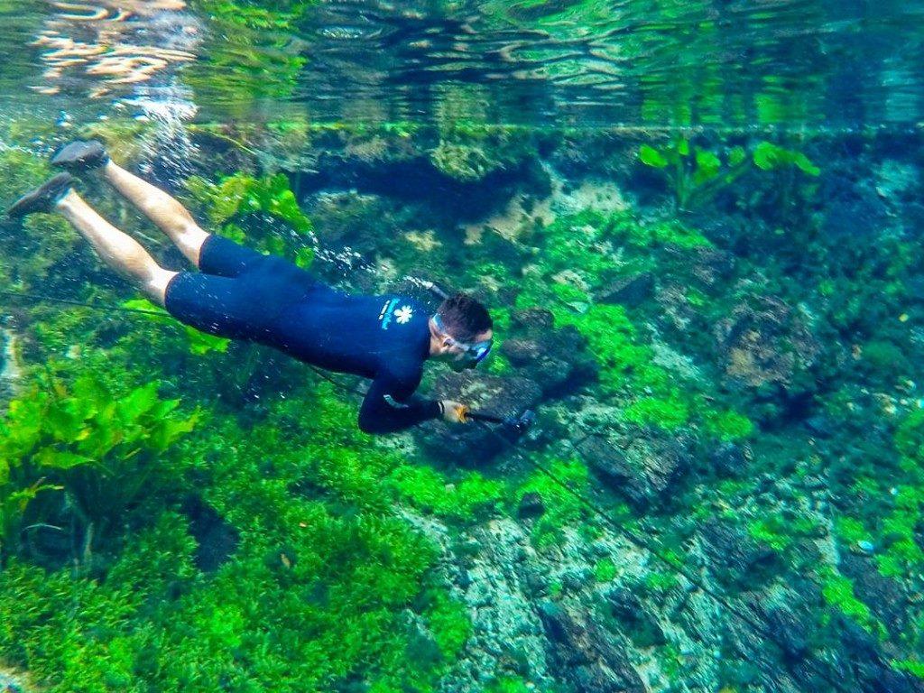 Flutuação na Nascente Azul Bonito MS