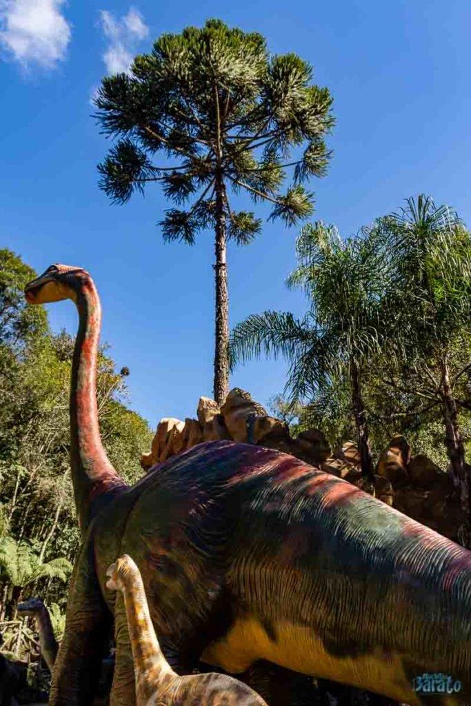 Dinossauro no Parque Terra Mágica Florybal