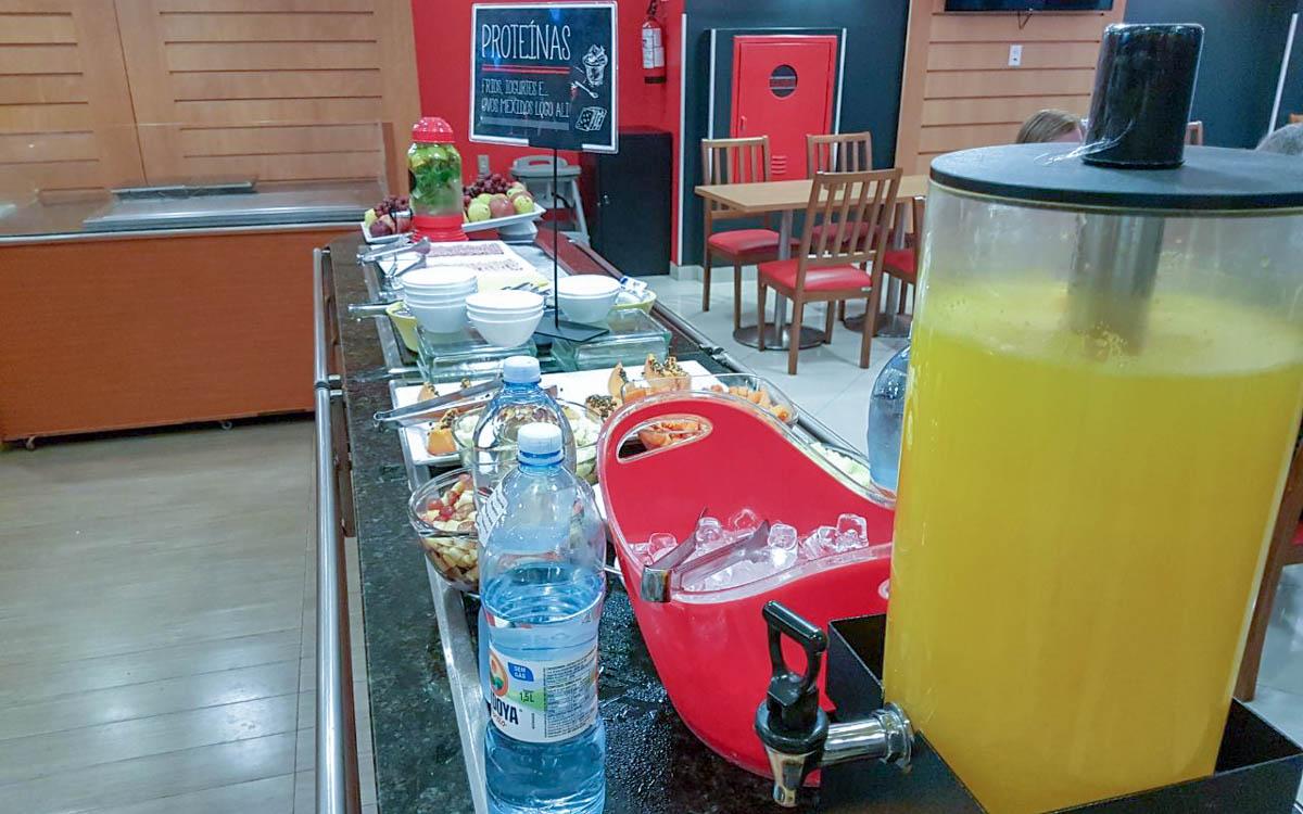 Café da manhã hotel Ibis Paulista