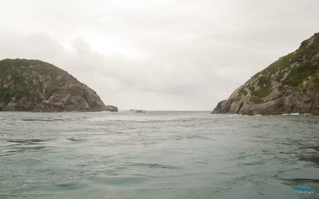 Passeio de barco em Arraial do Cabo.