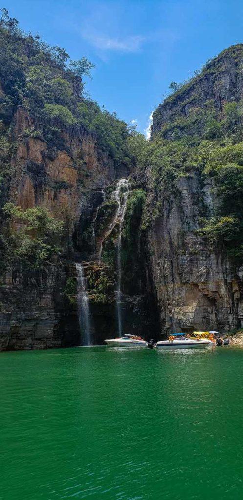 Cachoeira no Lago de Furnas em Capitólio