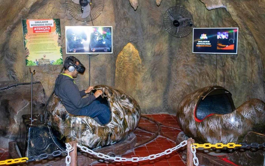 Simulador de montanha russa no Parque Terra Mágica Florybal